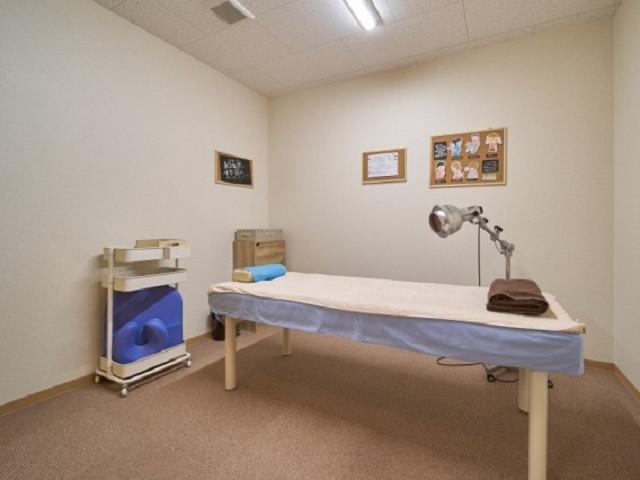 施術室は毎回消毒、シーツ交換